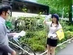 【麻美ゆま】バスガイドのお姉さんが駐車中の無人車内でオナニー中に生徒が戻ってきてムラムラ我慢できずにセックス