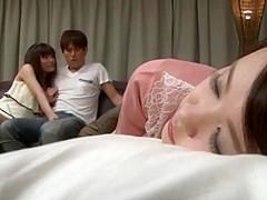 【ゆうきさやか】彼女と彼女の親友と3人で彼女が寝ちゃって彼女の親友と声を押し殺してSEX