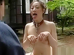 Alluring Asian babe shows off her naked body