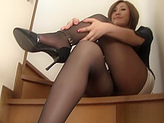 Hot japanese mature in too short miniskirt in trouble to hide her thong !