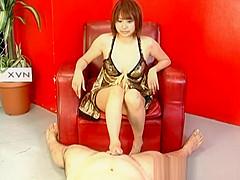 Reimi Fujikura spreads legs for a big dong