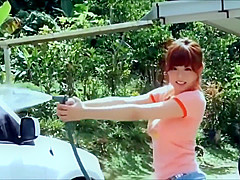 【篠崎愛】元アイドルユニット「AeLL.」のメンバーとしても活躍してた篠崎愛チャンが車の中でTシャツ脱いでビキニになるグラビア撮影