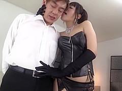 【浜崎真緒】ボンテージお姉さんがM男をセックス