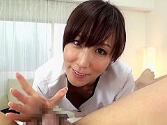 Sexy babe Reiko Sawamura gives a spicy head