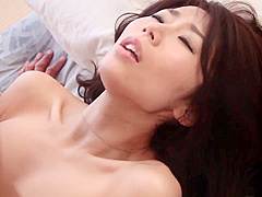 【篠田あゆみ】青いTバックパンティがやらしい人妻に手マンしたら大潮吹きでお布団ビチョビチョ