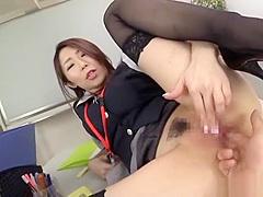 【篠田あゆみ】OLの痴女お姉さんが会議室でオマンコくぱぁ~の魅惑してチンポを美味しく頂きます!