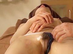 【唯川千尋】引き締まったカラダのスレンダーお姉さんがマッサージ師に手マンされてイク