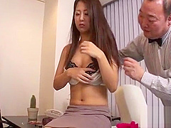 Asian babe with lovely mambos gives magnetizing blowjob