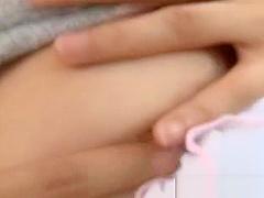 【葉山潤子】清楚系お姉さんがソファの上でパンティの上からオナニー