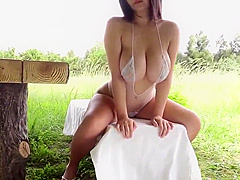 【桐山瑠衣】Jカップ爆乳の瑠衣ちゃんのシースルー衣装でのグラビア撮影