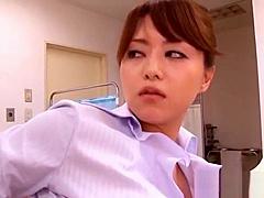 【吉沢明歩】淫乱ドM女医が診察にきた患者と診察室でハメ