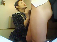 HANDJOB JAPANESE IN TRAIN