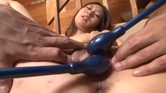 Gorgeous Japanese Gets Two Cocks to play