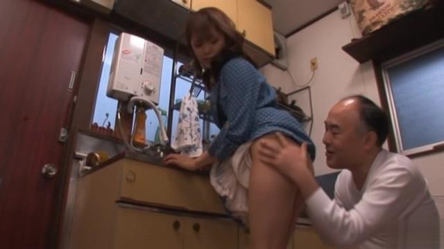 【みひろ】♀「ちょっとだけだからね!」キモイおじさんの世話をする可愛いお姉さんが自分のアソコを舐めさせ、お口でイカせてあげる!!