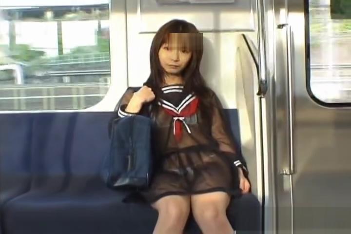【野外露出投稿】スケスケのセーラー服で電車に乗ると、ずーっとこっち見てるオジサンがいるよw