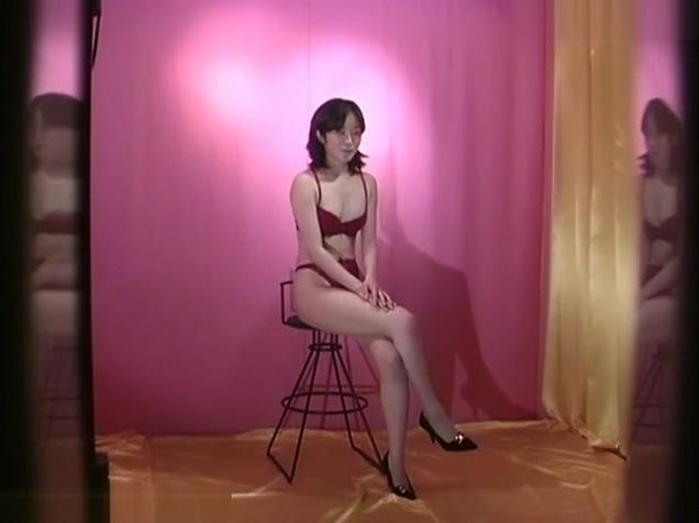 モデル着替え盗撮!下着姿を撮られた後は更衣室でおっぱいもおま〇こも撮られる美女